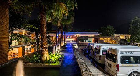 49355 exterior club house entrance - HIGHLIGHTS